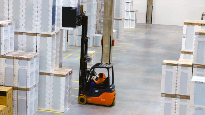 Example of a counterbalance forklift  at work
